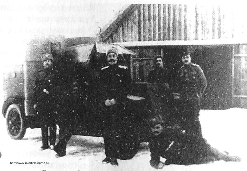 Белянин Александр Виссарионович и экипаж его бронемашины