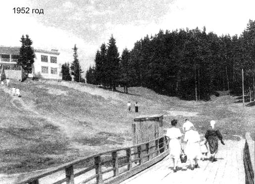 Отдыхающие с пристани поднимаются в летний ресторан парка Кирова Ижевск. 1952 год.
