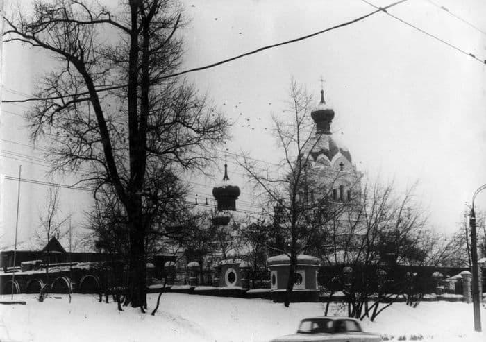 Троицкая церковь до надстройки колокольни. 1982-1994. Ижевск.
