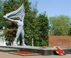 Монумент боевой и трудовой славы в Ижевске. м