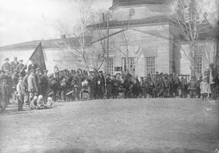Базарная площадь Камбарского завода 1920 год. Ресурс: Фото каталог ГКУ «ЦДНИ УР».