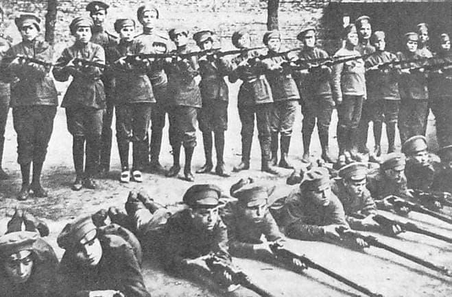 Женский батальон перед наступлением 18-20 июня 1917 года.
