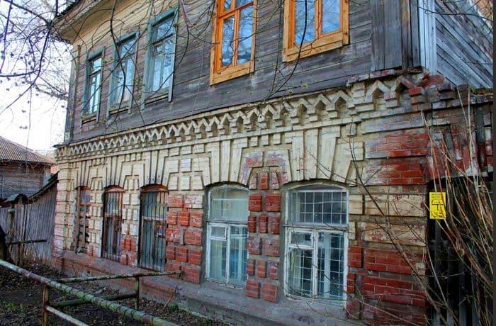 Дом торговца Харина по улице Куренной (ныне Красная), в котором до революции размещалась 3-классная Школа для девочек. Ижевск.