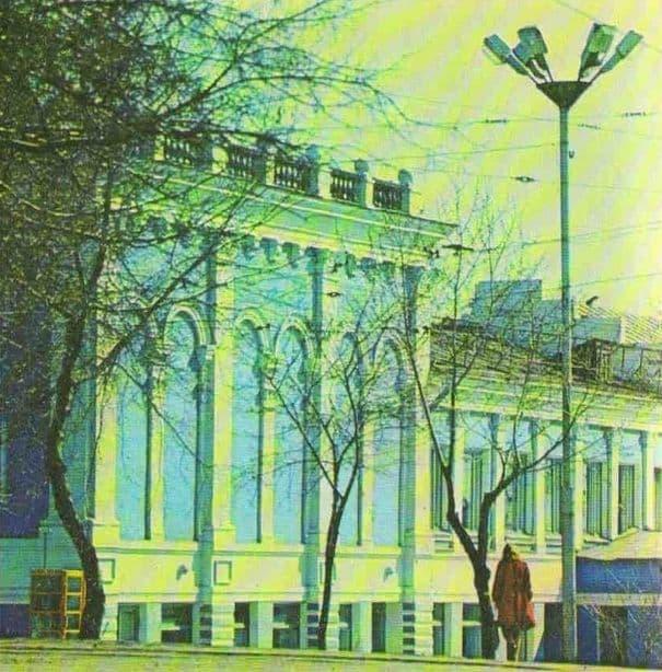 Старое фото русского драматического театра им. В.Г.Короленко.
