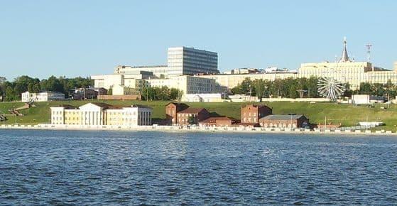 Здание индустриального техникума и пивоваренный завод Бодалева.