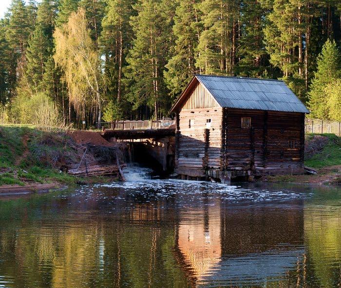 Водяная мельница в деревне Турынгурте Увинского района. 2015