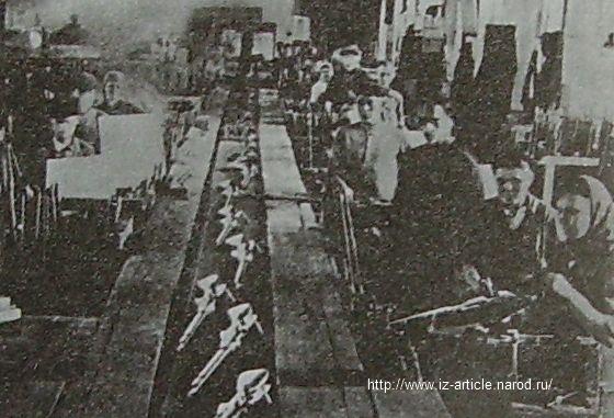 Ствольно-коробочное производство на заводе №74. На конвейере - карабин образца 1944 г. 1944г.