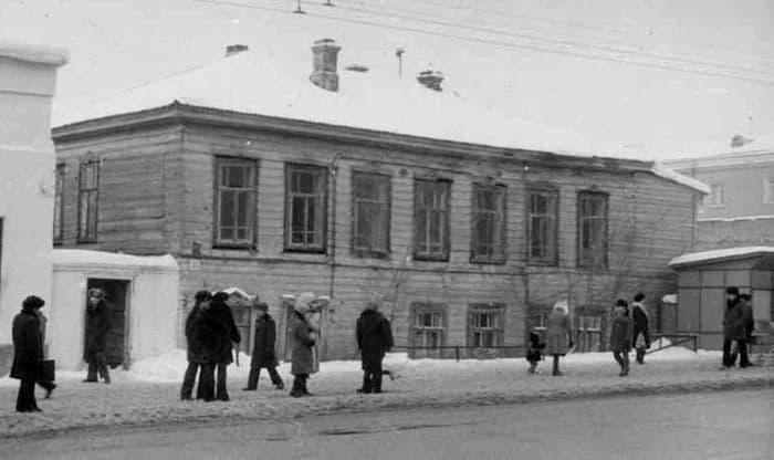 Дом владельца кожевенного завода, сарапульского купца Ф.И.Колобкова, находился по адресу ул.Горького, 65. Фото начала 1980-х.