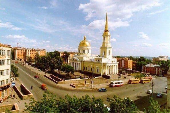 Современный  Александро-Невский собор. Подземный переход. Ижевск.