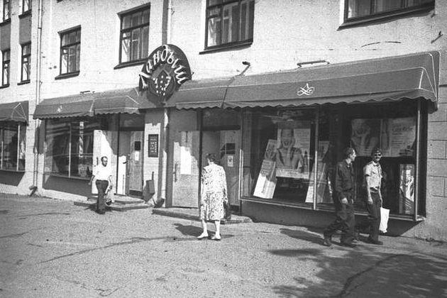 Магазин «Ландыш» в советское время был в доме Красная 133, напротив собора Александра Невского. Это был лучший парфюмерный магазин в Ижевске.