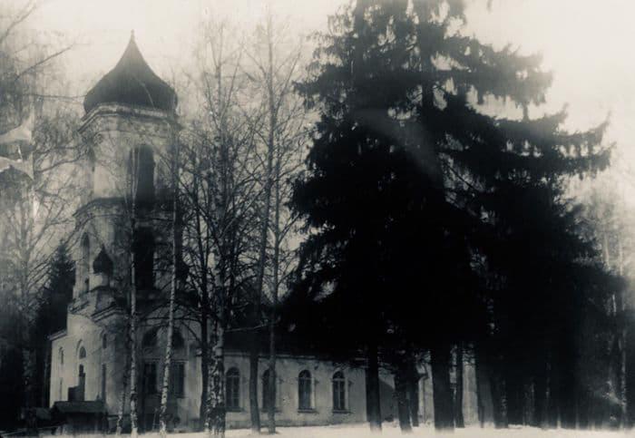 Троицкая кладбищенская церковь на закрытом Нагорном кладбище. Фото: 1935 год, ЦГА УР. Ижевск.