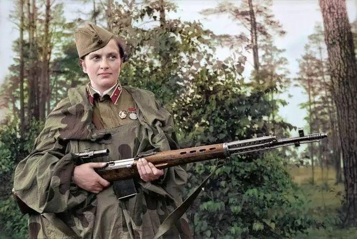 Людмила Павличенко — самая успешная женщина-снайпер в истории, Герой Советского Союза.