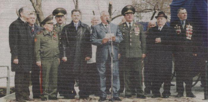 """На открытии монумента ЗРК """"Оса"""" 2005 г. Присутствует Калашников. М., Волков А."""