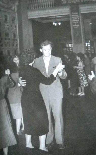 Танцующая пара ДК Россия Глазов 1960 год.