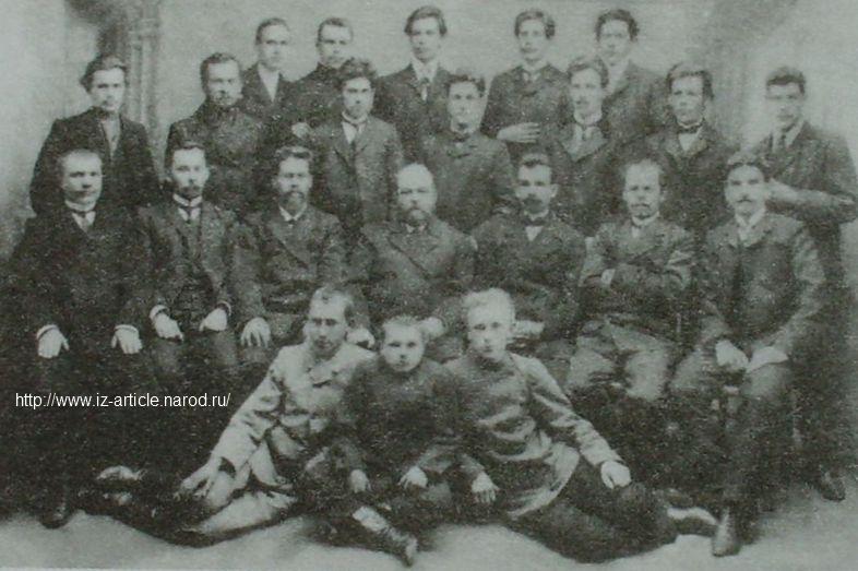 Группа служащих конструкторского бюро Воткинского завода. 1915 г.