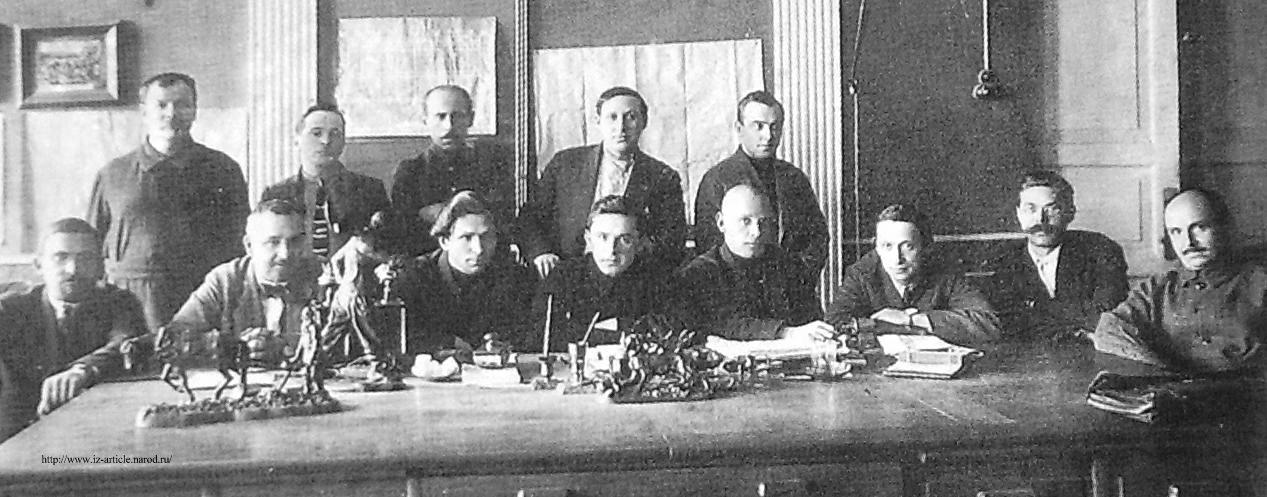 Правление Ижевского оружейного завода. 1920 г. В центре сидит Г.Н.Гроздев.