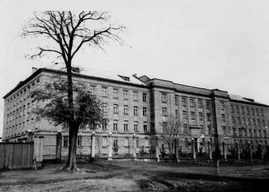 Здание ИжСХИ в середине 1950-х.