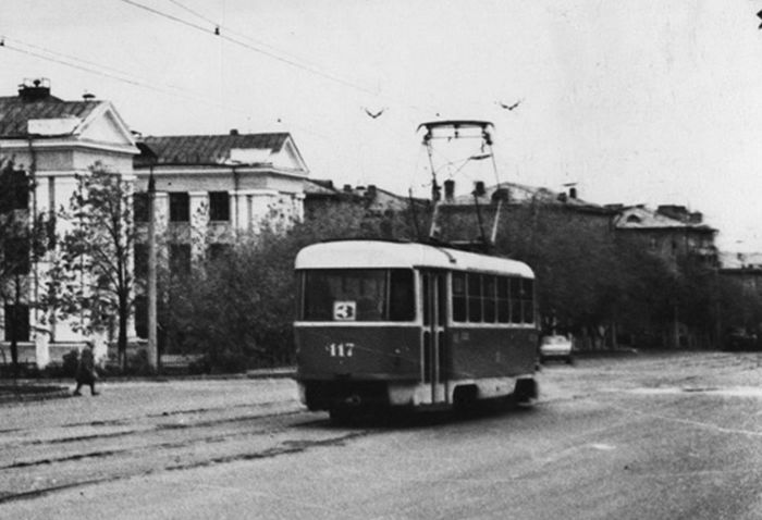 Трамвай маршрут №3 на ул. Ленина. Улица Ленина 68,  училища №3. Ижевск.