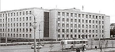 Дом Правительства. Улица Пушкинская 214. Троллейбус. Ижевск.