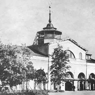 Николаевский корпус -  бывший главный въезд в Воткинский завод. Постройка 1832 г. Архитектор Петенкин В.Н.