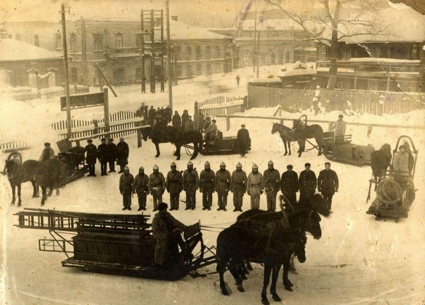 Улица Горького, 1919 год. Проведение смотра 1 городской пожарной команды. Ижевск.