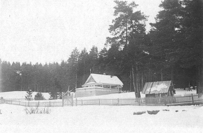 Радиостанция на территории парка культуры и отдыха имени Кирова, что была организована в начале 30-х годов.  Фото К.А.Тихонова, 1930-е гг.