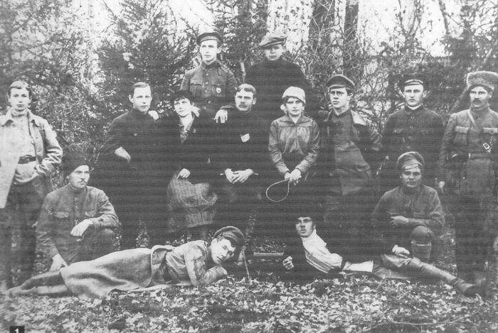 Сотрудники Ижевского отделения ЧК Второй армии Восточного фронта. 1919 г.