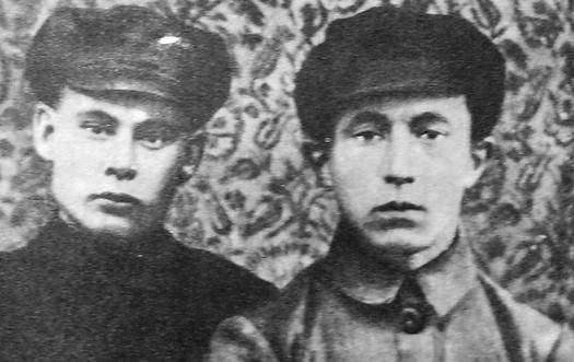 Шанько В.В. (слева), Бабинцев О.А. - секретари Глазовского уездного комитета комсомола. 1919-1920 гг.