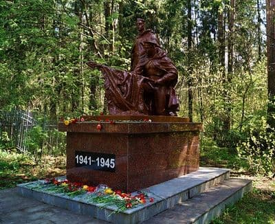 Нагорное кладбище. Памятник павшим. Братское кладбище советских воинов, умерших от ран в госпиталях города Ижевска в годы ВОВ 1941-1945 гг.
