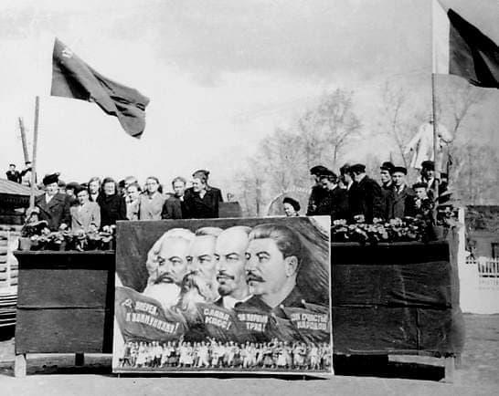 Первомайская демонстрация в г.Глазове. 1955 г.
