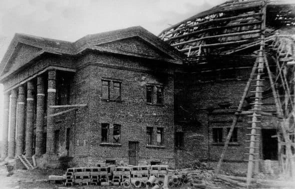 Третий Ижевский цирк строили в годы Великой Отечественной войны силами военнопленных.