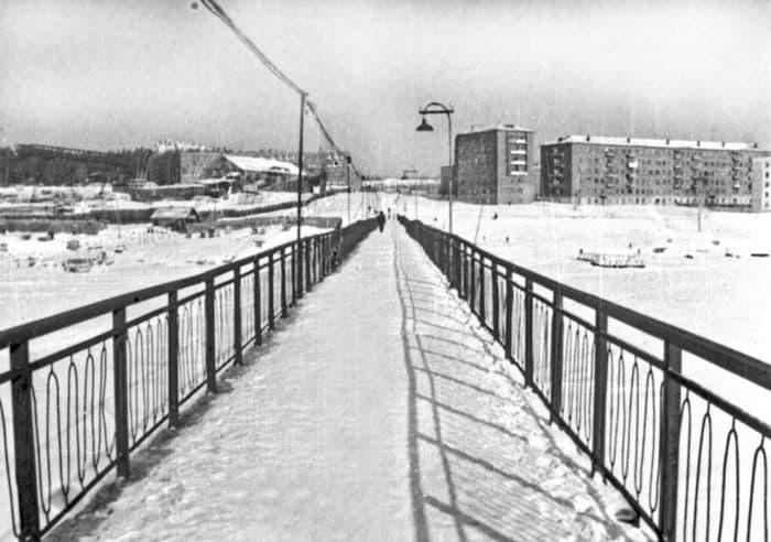 Пешеходный переход на Воткинском пруду.