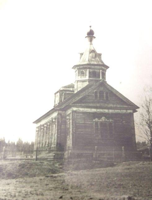 Деревянная церковь в селе Чумой. Васнецовский след на игринской земле. Построена в 1893 году.
