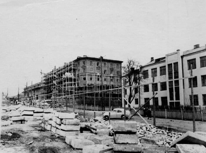 Пушкинская улица дома №202, 204. Школа №30. 1957-1959 гг. Ижевск.