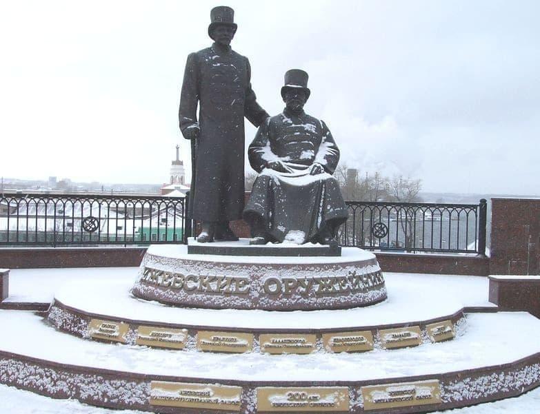 Памятник Ижевским оружейникам. Фото ДВА.