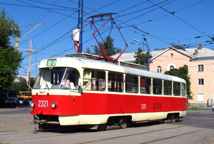 Трамвай №2 на улице Орджоникидзе. Вагон типа Татра Т3. Ижевск.
