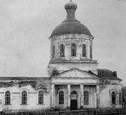 Ежёво. Храм в честь Трёх святителей и двенадцати апостолов. Приход основан в 1847 г. Классицизм.