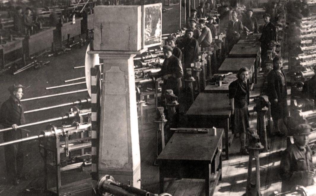 Сборка пушек НС-37 на заводе  №74 в Ижевске.