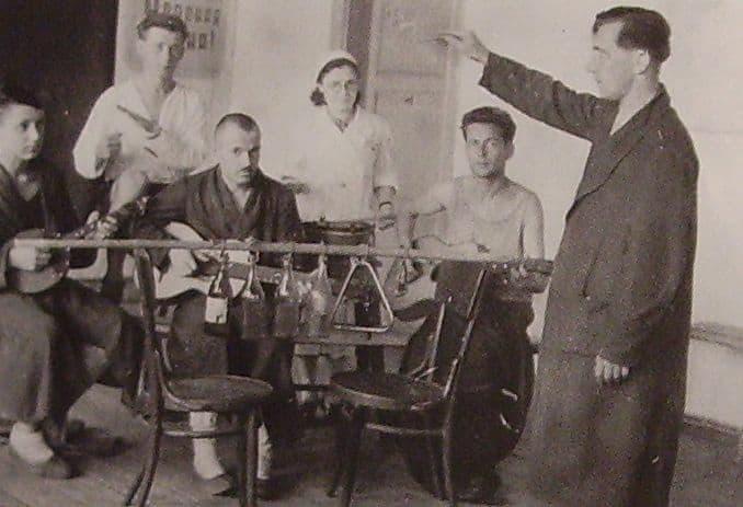 Концерт в госпитале школы №30 г. Ижевска. 1943 г.