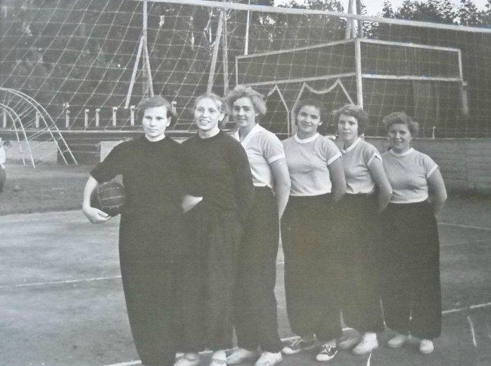 Футбольная команда. Женщины. Глазов 1958 год.
