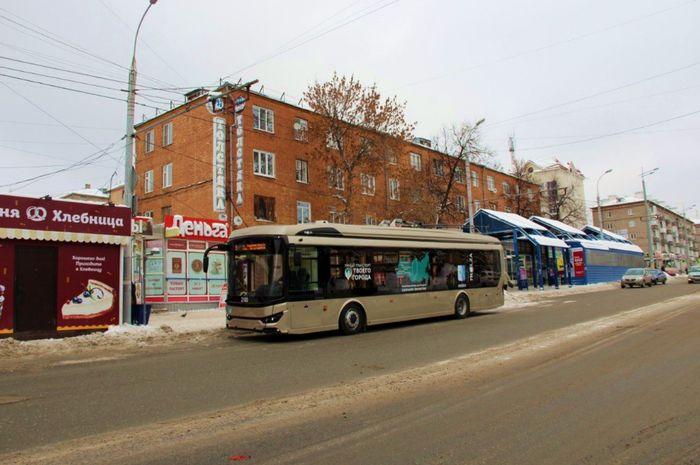 Ул.Ленина Ижевск. Конечная остановка. Испытания троллейбуса с автономным ходом.