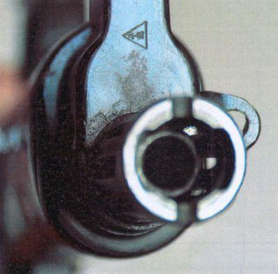 Передняя часть кожуха и дульная часть ствола автомата ЛА-4.