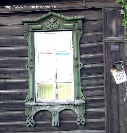 Оконный наличник на ул. В. Сивкова. Якорное производство ижевского завода нашло отражение в наличниках.