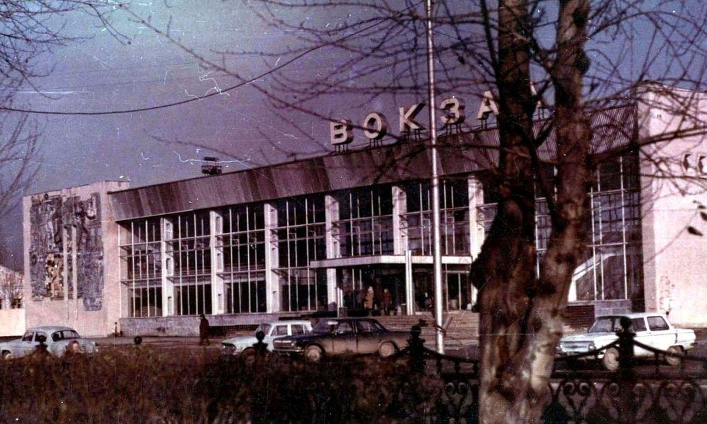 Пригородный вокзал и административный корпус. Панно. Ижевск.