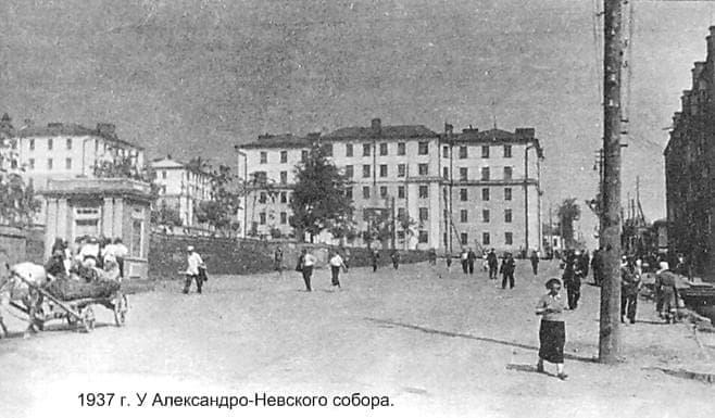 Площадь у Александро-Невского собора. Ижевск. 1937 год.