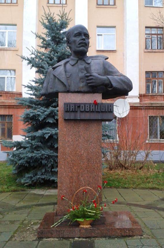 Памятник Наговицину у дома №21 ул.Советская Ижевск. Фото ДВА.