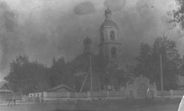Храм Святой Троицы города Ижевска в 1930-е годы со стороны улицы Тринадцатой