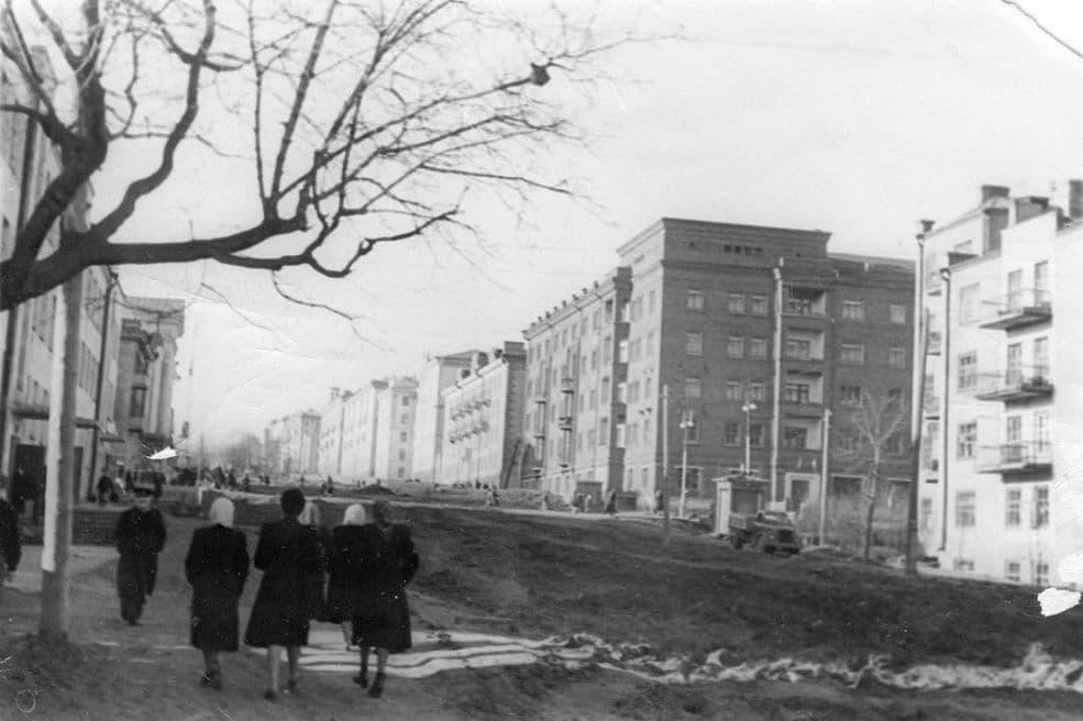 Улица Пушкинская дом №186. Улица Советская д.19. 60-е годы. Фотоархив А.К Пекшуровой. Ижевск.