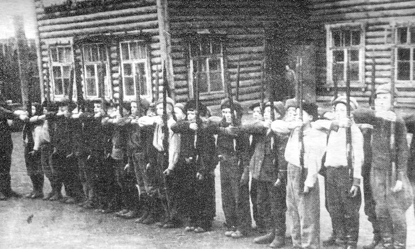 Учащиеся ижевской школы №22 на военной подготовке. ВОВ.