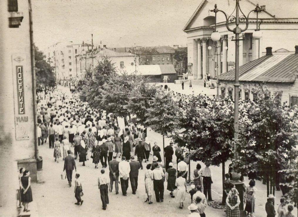 Улица Советская, 1956 год. Кинотеатр - Дружба. Ижевск.